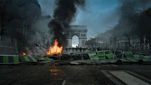 Yellow Vest riots in Paris. Champs-Élysées, 2018.