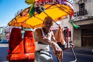 Habana, Cuba: Chofer de Bicitaxi