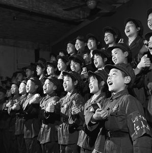 """© XIAO Zhuang, Students who call themselves """"Little Red Guards"""" sing the """"Quotations of Chairman Mao"""" at Nanjing Elementary School, 1966Courtesy of 798 Photo Gallery, Beijing"""