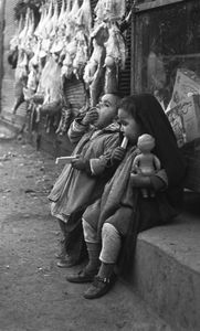 Boy and Girl Eating Wafers © Fadi Haddad, courtesy of the Image Festival Amman