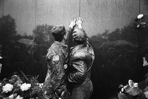 Vietnam Veterans Memorial, Washington DC, 1983-1986 © Wendy Watriss