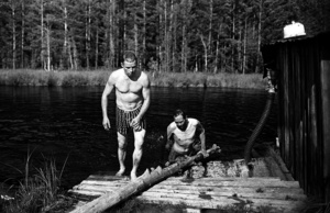 The locals are swimming in the lake. Noviy Vasyugan. Tomsk region. Russia.  2009.