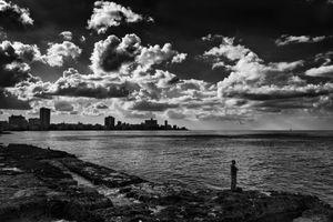 EN EL MALECON, LA HABANA, CUBA 12