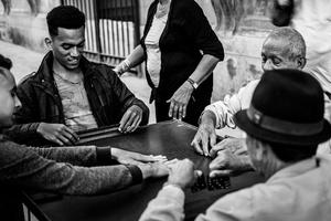 Partita di domino in strada, Centro Habana.