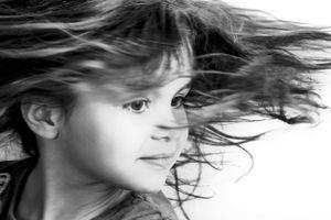 Petite fille en mouvement 2
