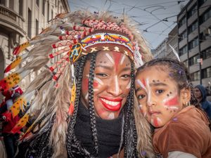 Unknown spectator with her child