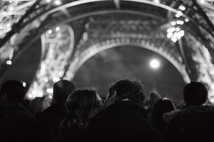 The kiss at Eiffel tower