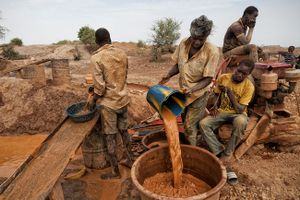 Isa (26) and his team are panning for gold on a site near Gangaol. © Matjaz Krivic