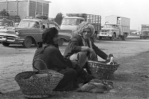 Man and Woman Selling Chickens © Fadi Haddad, courtesy of the Image Festival Amman