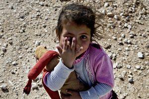 A young girl begging for money. © Tom Verbruggen