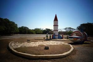 Rocket ship in Parque Fantasia, no children to play