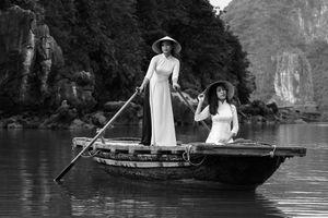 Ladies on sampan