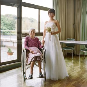 Sugako and her granddaughter (2016)