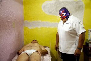 Ray Mendoza in his clinic.