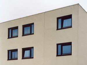 Naarden #3, 2007, c-print, 80x96 cm  © 2013 Matthias Hoch/ VG Bild-Kunst Bonn