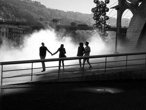 couples dans la brume (Bilbao, Espagne)