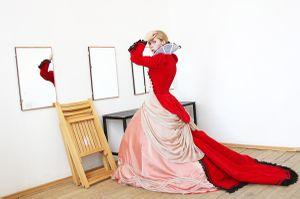 Актриса Евгения Стрельцова в репетиционном зале. Actress Eugene Streltsova in the rehearsal room.