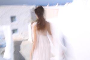 silhouette blanche à Santorin