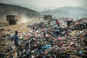 A garbage mountain