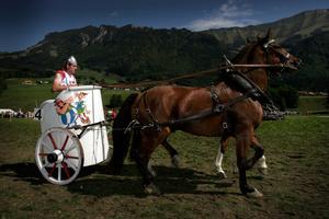 Course populaire de chevaux et de chars romains, Vuippens.