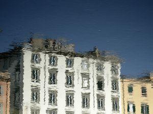 Liv'in Pisa Po river reflections