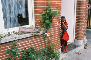 Girl and black cat, Opgeëistenlaan