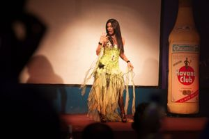 Performer at the Las Vegas Club, Havana © Mariette Allen