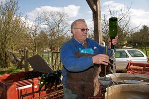 Washing empty cider bottles before bottling
