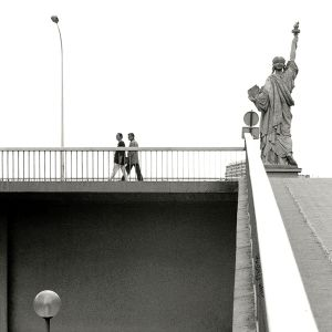 Tour Eiffel à gauche. NYC: go straight on.