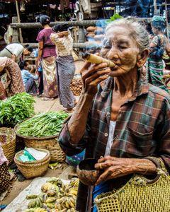 Мьянма, дама с сигарой...