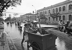 Street Sweepers Of Saigon