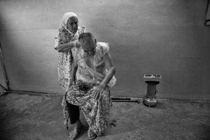 29.1.2015 Kirkuk,Iraq. Najiba cutting her husband's hair.
