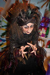 В спектакле роль Ведьмы.