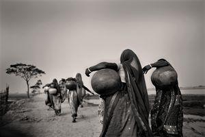 A quest for water. Bolabaria, Satkhira. © Munem Wasif/VU'