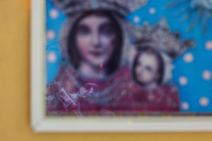 Representation of Mary and Jesus with reflection of a bagpiper