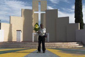 Flores para mis muertos | flowers for my dead, Monterrey Mexico