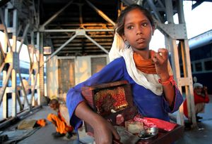 INDIA, NEW DELHI, YOUNG SELLER ON TRAIN STATION