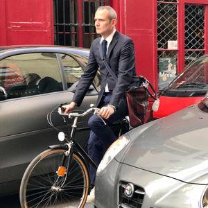 Paris bicycle commuter