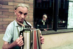 street accordian player