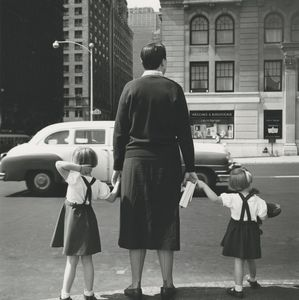Untitled, 1954 © Vivian Maier/John Maloof Collection. Courtesy Howard Greenberg Gallery, New York