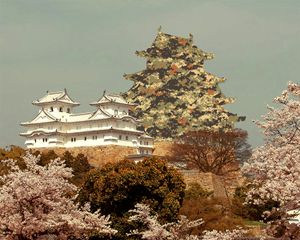 Pixel Camouflage. In May 1942, to preserve the Himeji castle, the dungeon was camouflaged. In December 1943, the towers and walls followed. © David Favrod