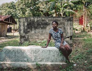 """Mirielle (25) - Kabare Baobe, Haiti - """" Boire dans une tête de mort, c'est un anti-poison.."""""""