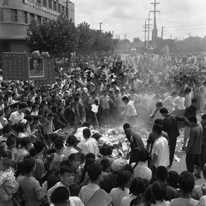 """© WANG Shilong, People burning old and traditional objects during the Cultural Revolution's """"Break the Four Olds"""" movement, 1966Courtesy of 798 Photo Gallery, Beijing"""