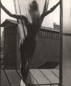 Marguerite von Sivers on the roof of Blumenfeld's studio at 9, rue Delambre. Paris, 1937. Gelatin silver print. Vintage print. Collection Yvette Blumenfeld Georges Deeton /Art + Commerce, New York, Gallery Kicken Berlin, Berlin © The Estate of Erwin Blumenfeld
