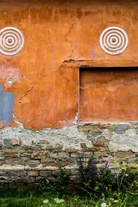 Ochre wall with ball's eye roundels, Archita 2015