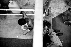 Boy gets food in the boxing ring. © Sandra Hoyn