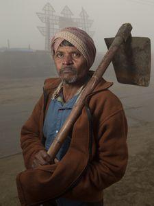 Travailleur dans la brume