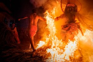 The number of repetitions, racing through the fire, are believed to have a significant influence on warding off evil in the coming year. Performers are under extreme stress and highly charged, the ceremony is on the verge of getting out of control.