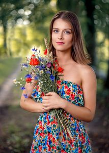 Girl with the flowers