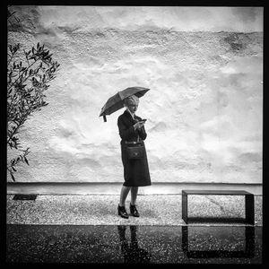 Fille à Parapluie